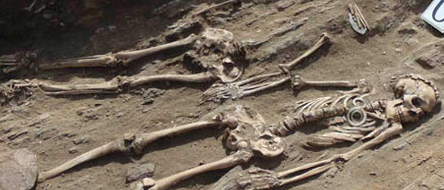 skeleton-archaeform-holding-hands-neolithic-love-buried-web
